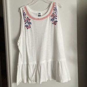 👒3/$17👒 NWT Old Navy Embroidered Tank Top